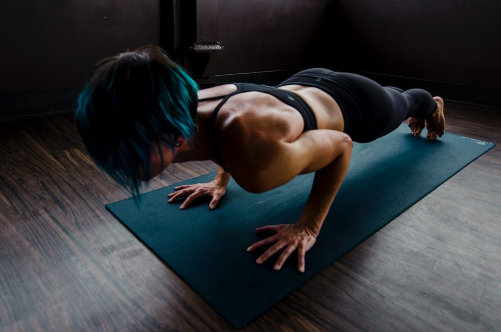 woman with toned muscles doing plank