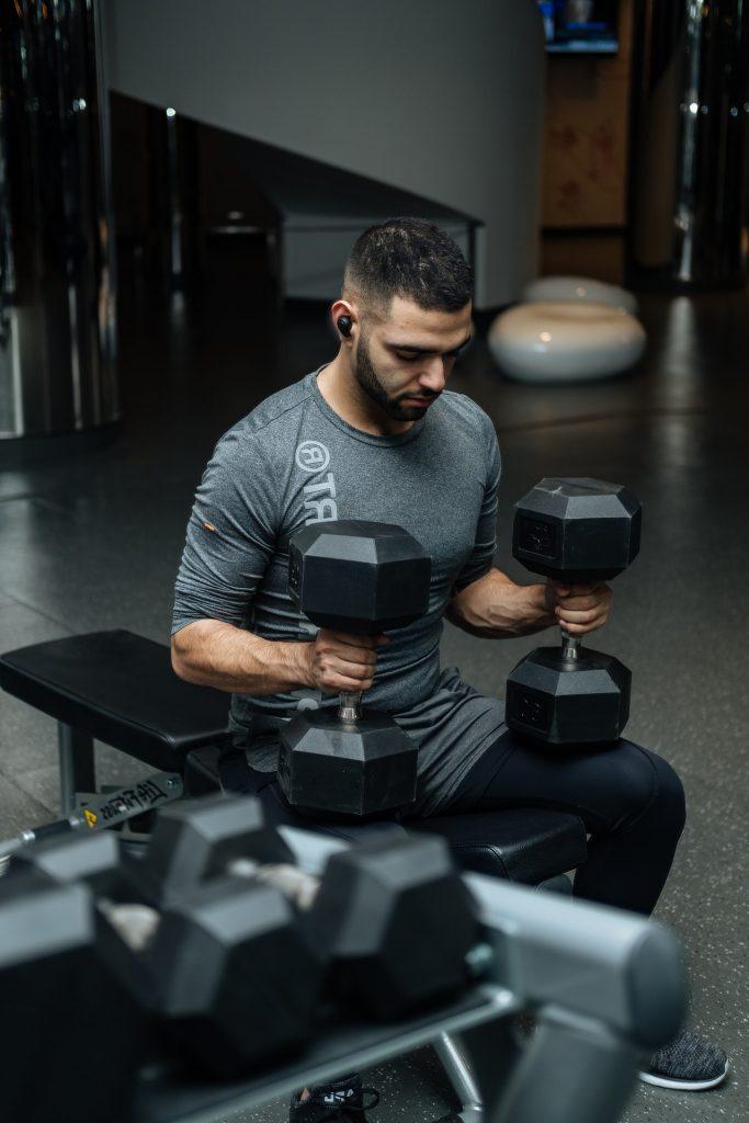 toned man lifting weights